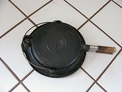 ANTIQUE WAGNER WARE No. 8 CAST IRON  WAFFLE IRON MAKER Pat'd 1910