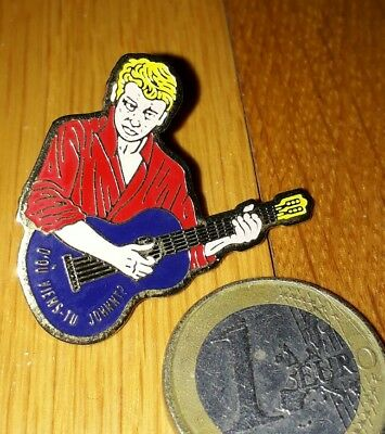 Pin's Johnny Hallyday guitare harley davidson badge patch chemise rouge 200 ex.