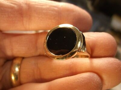 Handsome Larger Mens 10K Yellow Gold & Black (Circle) Onyx Signet Style Ring