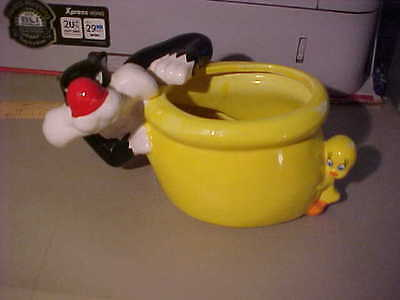 Sylvester And Tweety Bird Ceramic Planter Bowl Warner Brothers
