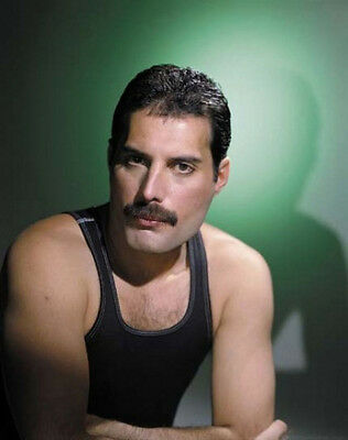 Freddie Mercury UNSIGNED photo - K8805 - Lead vocalist of the rock band Queen
