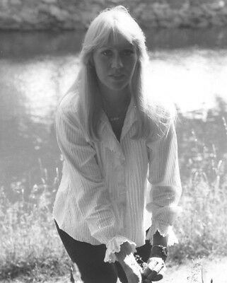 Agnetha Faltskog UNSIGNED photo - K8976 - GORGEOUS!!!!!