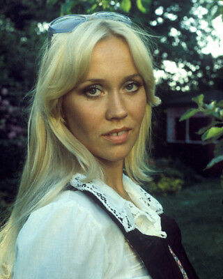 Agnetha Faltskog UNSIGNED photo - K8980 - GORGEOUS!!!!!