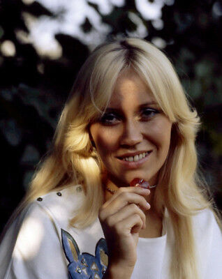 Agnetha Faltskog UNSIGNED photo - K8981 - GORGEOUS!!!!!
