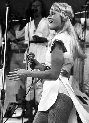 Agnetha Faltskog UNSIGNED photo - K8995 - Member of the pop group ABBA