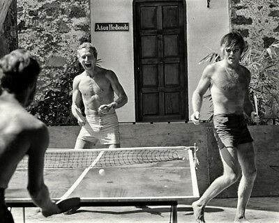 Paul Newman and Robert Redford UNSIGNED photo - K9119 - Playing Ping Pong!!!!