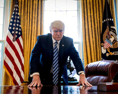 President Donald Trump UNSIGNED photograph - K9327 - In the Oval office