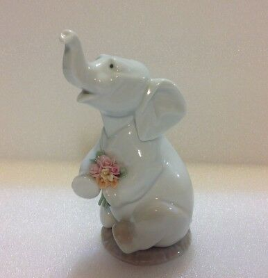 """Lladro """"Lucky in Love"""" #6462 Porcelain Elephant With Bouquet"""