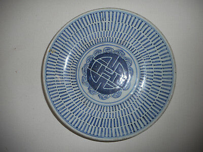 Grand Plat Ancien  En Porcelaine De Chine .xix°.