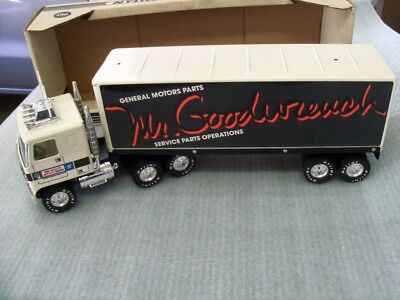 Nylint GMC 18 Wheeler GM Parts Mr Goodwrench Tractor Trailer New In Box