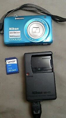 Nikon COOLPIX S3100 14.0 MP Digital Camera Blue w/ sd card, battery, charger