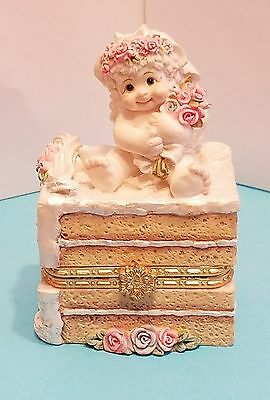 "DREAMSICLES 1998 Wedding Cake Box 10758 Trinket  4 1/4"" x 2 3/4"" Cast Art"