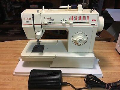 SINGER  MERRITT. #4530 Portable  Sewing Machine With Foot Pedal