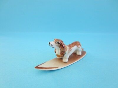 NEW DOG FIGURINE HAWAII BASSET HOUND ON BROWN SURFBOARD FIGURINE *Mint*