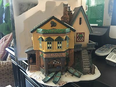 Dept 56 Heritage Village The Grapes Inn Large Building MINT Condition in Box