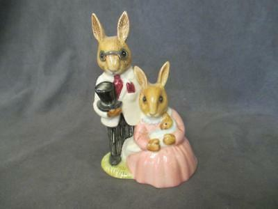 D6 Royal Doulton Bunnykins Family Photograph Figurine Father Mother Baby Rabbits