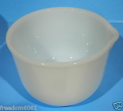 GLASBAKE MILK GLASS 20CJ SMALL MIXING BOWL for SUNBEAM w/Spout - X'lnt (Ref #6)