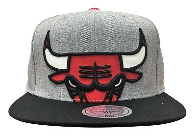 reputable site d5fd4 b8135 Mitchell   Ness Chicago Bulls Cropped Split Heather Snapback Heather Grey