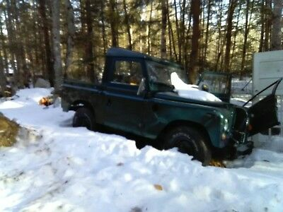 1973 Land Rover  needs clutch pedal, frame needs very little work.. but runs