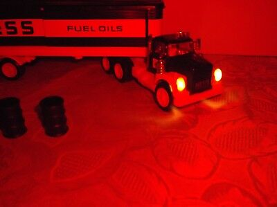 1975 Hess truck with working lighs, top & bottom inserts, battery card, 3 green