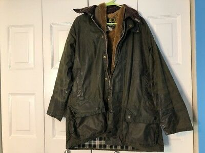 MEN'S BARBOUR BEAUFORT WAXED OLIVE GREEN JACKET: SIZE C40, With WINTER LINING