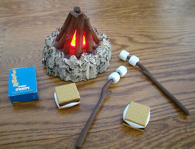 American Girl Campfire & Treats Lights Up Plays Music Smores Lanie Camper