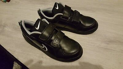 boys nike trainers size 2.5 only worn once in the house