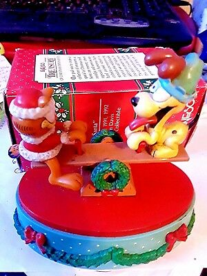 """Garfield Collectible"""" Garfield And Odie"""" Christmas Musical Decor"""