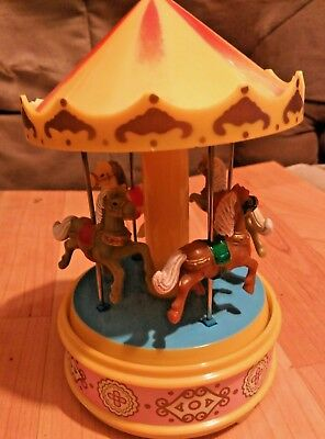 Vintage I.L.Yap's Musical Carousel Merry-Go-Round Wind-Up Works Fine 1970's.