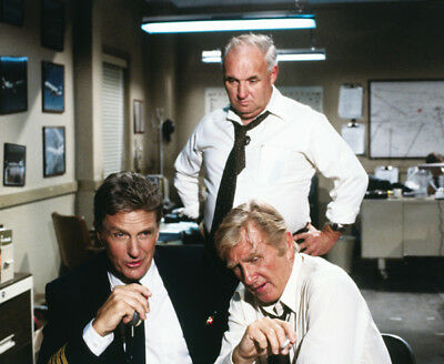 Airplane! UNSIGNED photograph - L1287 - Lloyd Bridges and Robert Stack