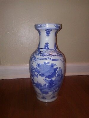 Beautiful Chinese blue and white porcelain vases