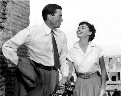 Roman Holiday UNSIGNED photograph - L1735 - Audrey Hepburn and Gregory Peck