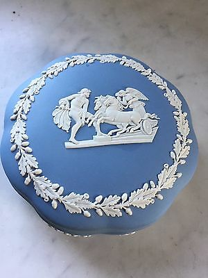 BOITE WEDGWOOD BLUE JAPERWARE 12,5cm de diamètre