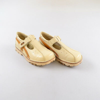 Zapatos color Beige marca Petit Shoes  34