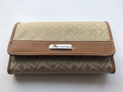 TOMMY HILFIGER Womens Wallet Trifold Checkbook Envelope Clutch Jacquard New NWT