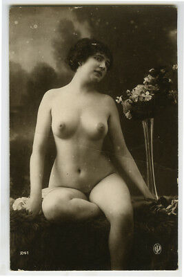 1910s French Nude SHAPELY Built YOUNG LADY woman women risque photo postcard