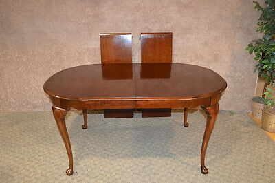 Dixie Oval Queen Anne Cherry Dining Table w/2 Leaves