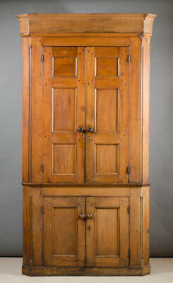 FEDERAL COUNTRY MAHOGANY CORNER CUPBOARD, American Lot 180