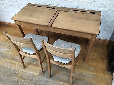 Vintage Old School desk & Chairs