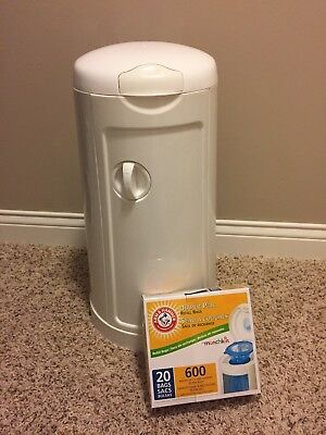 New Munchkin Arm & Hammer Diaper Pail, W/Seal and Toss Refill Bags, 600ct, 20pk