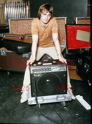 Photo - Mike Oldfield poses with an amplifier