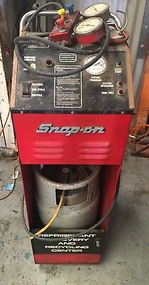 Snap On ACT2500 R12 Refrigerant Recovery and Recycling machine & gauges