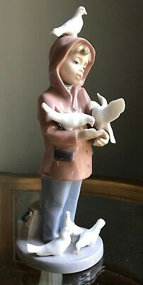 Lladro Figurine LITTLE FRIENDS BOY / GIRL WITH DOVES BIRDS Retired Mint