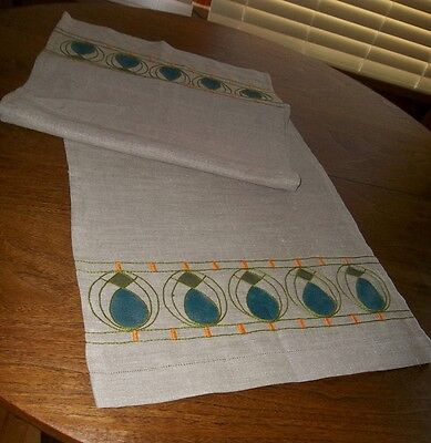 Arts & Crafts Mission Embroidered Heavy Linen Table Runner Excellent Condition