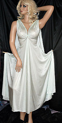 VTG Lucie Ann Silhouetting Silky Mint Nylon Keyhole Capeback Negligee Nightgown