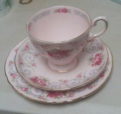 BEAUTIFUL VINTAGE ROYAL TUSCAN roses FINE BONE CHINA TRIO cup plate and saucer