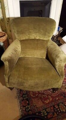 dark green victorian chair