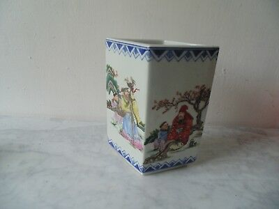 Chinese Porcelain Lozenge shape vase marked for Yong cheng reign
