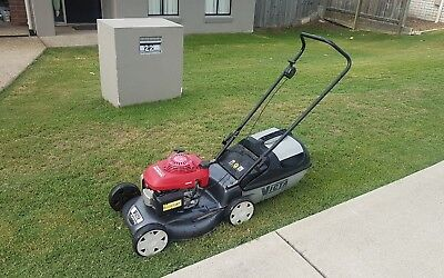 "19"" Victa Panther Lawn Mower with Honda GCV160 Engine - Good Condition."