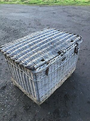 Large Travelling Basket With Lid  Prop Interior Log Store 12/2/Y